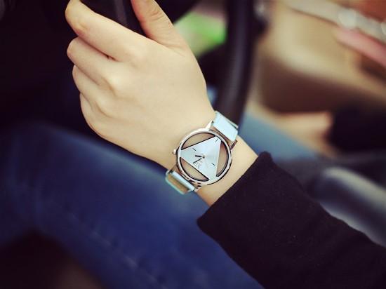Szkielet zegarek Relogio feminino Trójkąt zegarka kobiet Delikatne przejrzyste pusta skórzany pasek wrist watch quartz dress watch 12