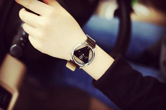 Szkielet zegarek Relogio feminino Trójkąt zegarka kobiet Delikatne przejrzyste pusta skórzany pasek wrist watch quartz dress watch 2