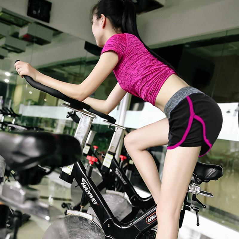 Kolmeosaline lühike spordikomplekt naistele