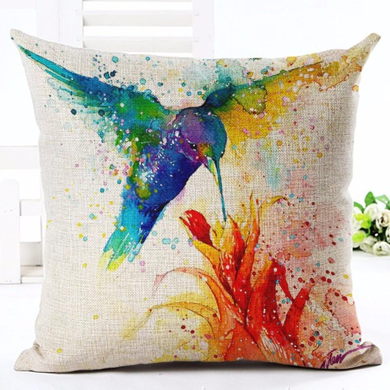 Joonistatud lindudega püürid diivanipadjale